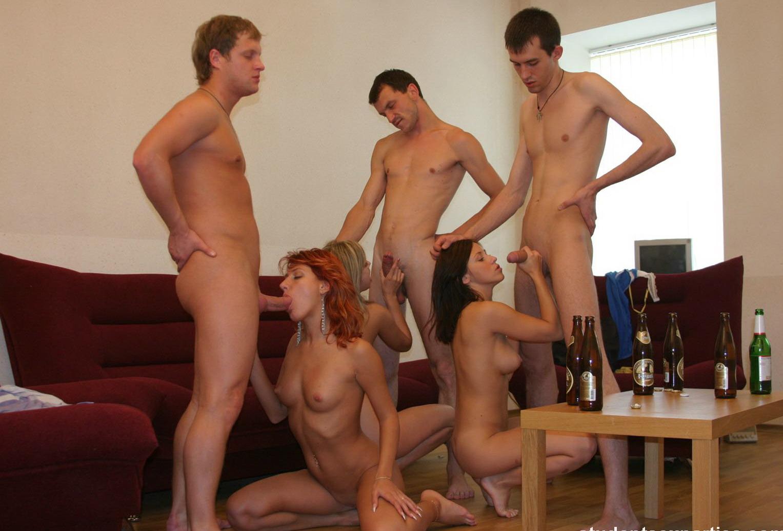 Студенческие вечеринки фото порно 11 фотография